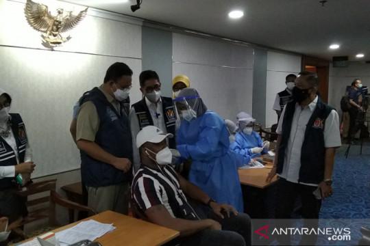 Sebanyak 300 WNA jalani vaksinasi di Balai Kota Jakarta