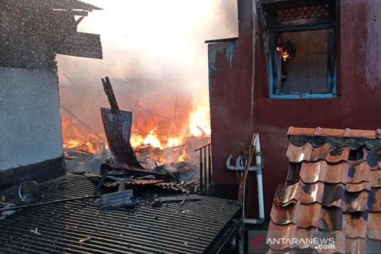 99 jiwa kehilangan tempat tinggal akibat kebakaran di Kampung Melayu