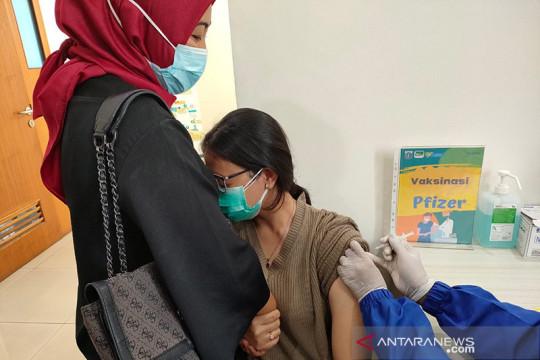 Vaksin Pfizer dan Moderna tersedia di seluruh faskes DKI