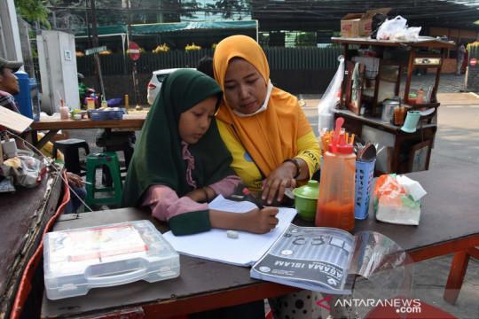 DKI kemarin, sekolah siap PTM hingga larangan nobar Liga 1 Indonesia