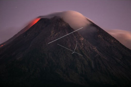 Gunung Merapi meluncurkan 18 kali guguran lava pijar hingga 1,5 km