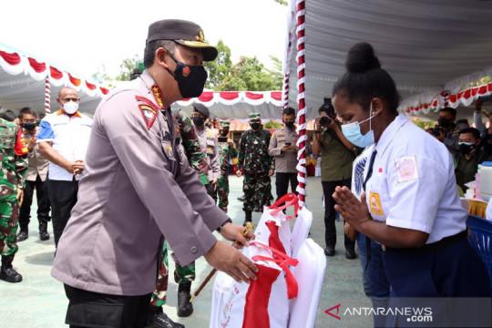 Kapolri salurkan oksigen generator dan bansos di Papua