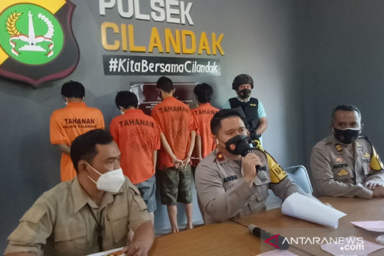 Polisi tangkap empat pemuda di Cilandak karena kerap palak supir truk