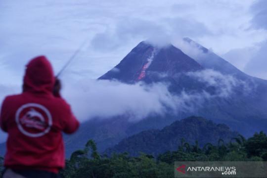 BPPTKG sebut kubah lava sisi barat daya Gunung Merapi bertambah tinggi