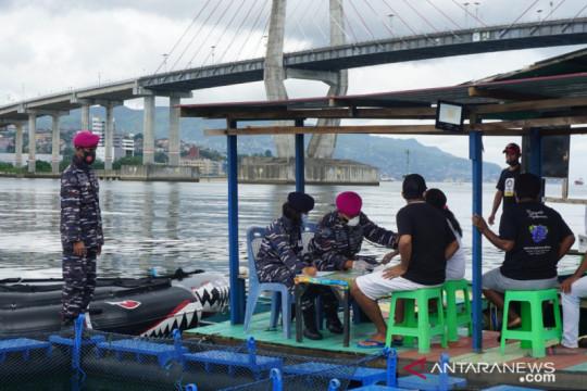 Pembudi daya ikan di Teluk Ambon divaksin Lantamal Ambon