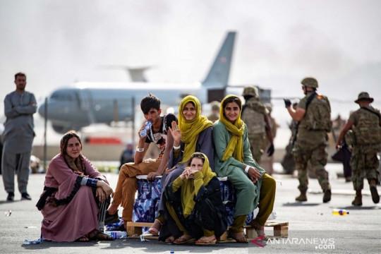 100 pemain sepak bola Afghanistan dan keluarga tiba di Qatar