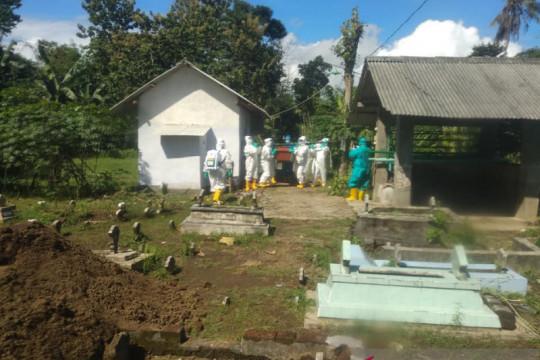 Bupati dan pejabat Jember kembalikan honor pemakaman ke kasda