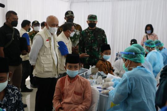 Menkop-UKM tinjau vaksinasi penggerak koperasi di Kulon Progo