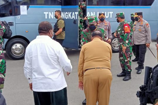 Panglima TNI dan Kapolri tinjau vaksinasi 2.800 warga kota Sorong