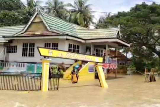Danau Tempe meluap belasan kecamatan di Sulsel terdampak banjir