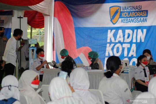 Presiden tinjau vaksinasi Kolaborasi Kebangsaan di Kebun Raya Bogor