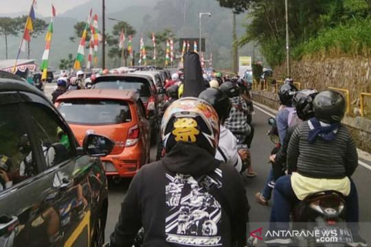 """Polisi terapkan """"one way"""" untuk atasi kepadatan Jalur Puncak Bogor"""