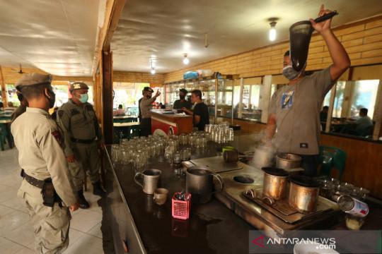 Razia protokol kesehatan di warung kopi Aceh
