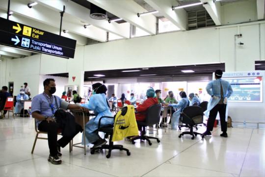 Vaksinasi calon penumpang di Bandara AP II lebih dari 100.000 orang