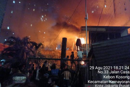 21 unit damkar berupaya padamkan Kebakaran di  Gang Swadaya Kemayoran