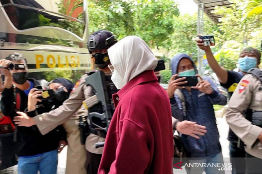 Bupati Probolinggo diperiksa di Polda Jatim usai terjaring KPK