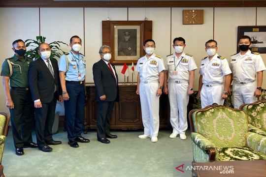 Selamatkan 3 ABK WNI, awak kapal latih AL Jepang diberi penghargaan