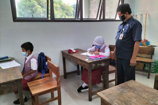 Ratusan sekolah di Jakarta Barat batal gelar PTM pada Senin ini
