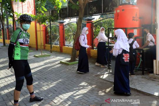 PTM hari pertama di Jateng, Gubernur evaluasi antrean cuci tangan