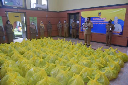 Pemprov Kalsel distribusikan paket sayur dan buah untuk warga isoman