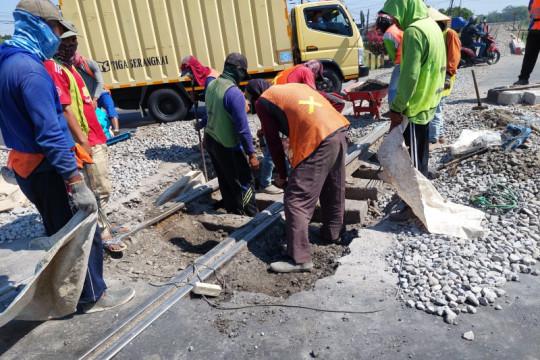 KAI perbaiki perlintasan kereta di Mengkreng-Kabupaten Kediri