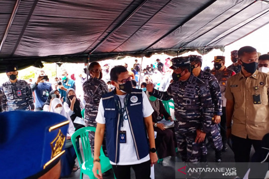 Sandiaga Uno ikuti vaksin di Markas Kolinlamil gunakan AstraZeneca