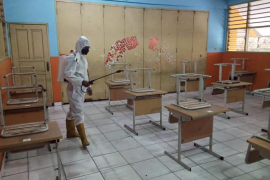 Pemkot Jakarta Utara semprot disinfektan ruang kelas di 65 sekolah