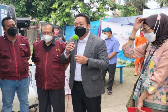 2.000 warga ikut vaksinasi massal di sekolah kawasan Kembangan