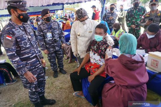 TNI fasilitasi penyuntikan 30.000 dosis vaksin COVID-19 di Trenggalek