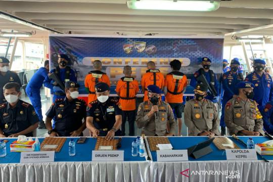 Baharkam Polri tempatkan 9 kapal amankan laut di Kepri