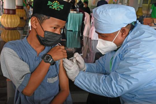 Kemarin, instruksi Mendagri terbaru hingga vaksinasi jutaan santri