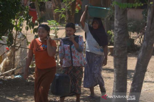 Warga Situbondo kesulitan mendapatkan air bersih