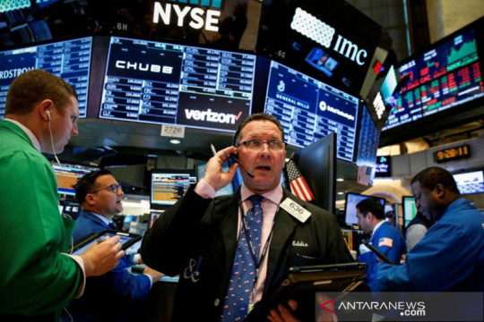 Wall Street menguat ditopang lonjakan harga minyak dan data ekonomi