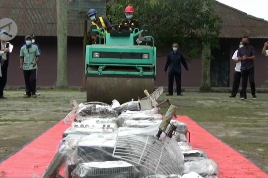 Balai Monitor SFR Kelas 1 Tangerang musnahkan 77 perangkat radio