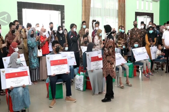 Mensos salurkan bantuan rehabilitasi dan kewirausahaan di Riau