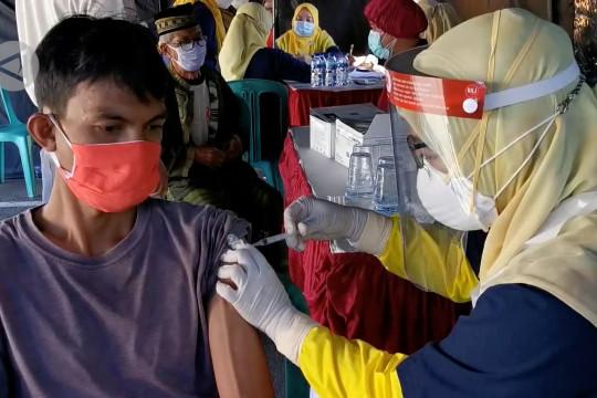Pemkab Pandeglang menaikkan target harian vaksinasi COVID-19