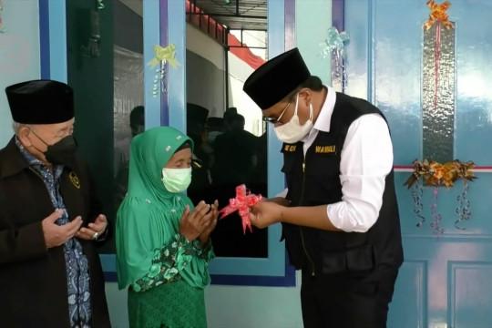 Wakil Wali Kota Malang serahkan rumah layak huni