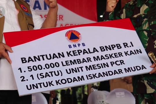 BNPB serahkan 1,5 juta masker dan 2 mesin PCR untuk Aceh