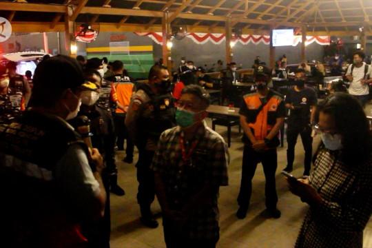 Turun zona kuning, Satgas COVID-19 Ternate tetap gelar patroli malam