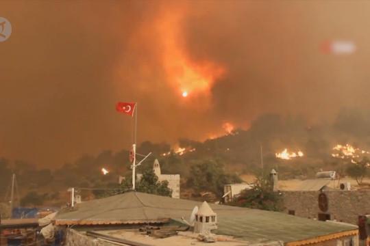 Kebakaran di Turki landa area permukiman lain, warga mengungsi