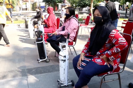Pembagian oksigen gratis untuk warga Kota Solo