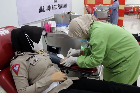 Penuhi stok darah PMI, Polwan-Bhayangkari gelar baksos