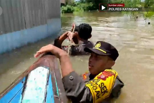 Polda Kalteng kembali berangkatkan Tim SAR dan Bansos bagi korban banjir Katingan