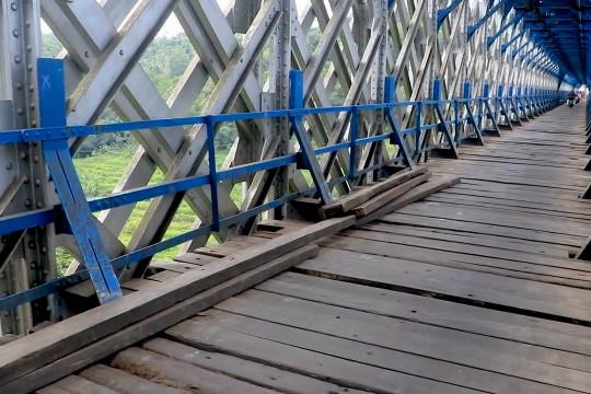 PT KAI Daop 2 Bandung batasi pengguna Jembatan Cirahong