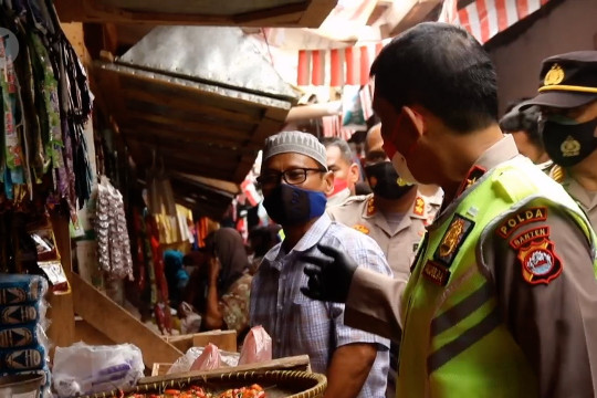 Wakapolda Banten pantau aktivitas pedagang di Pasar Baros