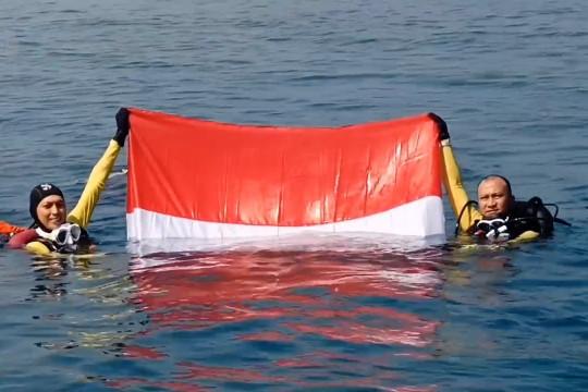 Lanal Banten gandeng POSSI kibarkan bendera di bawah laut