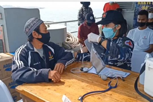 Sasar vaksinasi warga pulau, Lanal Banten kerahkan kapal perang