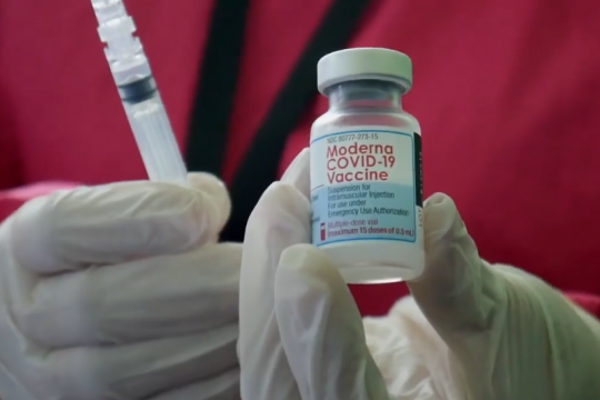Vaksinasi untuk mahasiswa Tangerang & dosis ketiga untuk nakes Kalbar