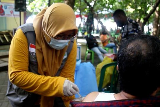 TP-PKK Ternate dan TNI AD gelar vaksinasi massal