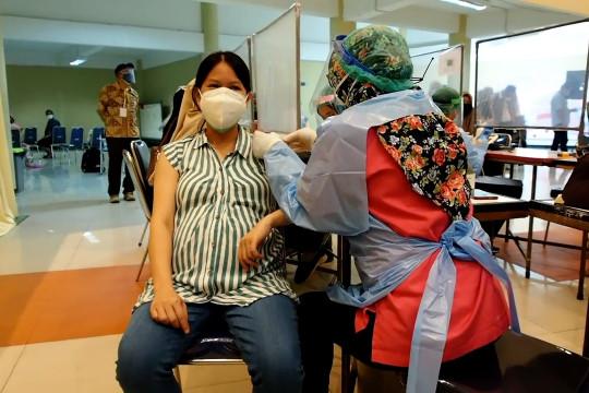 Vaksinasi ibu hamil di Surabaya dipusatkan di Unair
